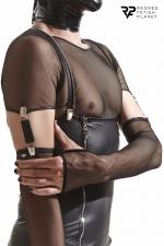 Gants longs en maille noire avec bretelles - Regnes : Accessoires parfaits pour agrémenter vos tenues Cross Dresser, ces gants sont fabriqués en Europe.